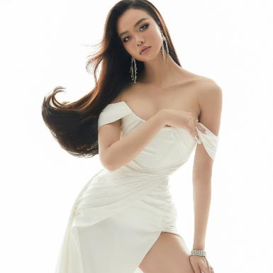 Hoa hậu Kiều Ngân hết mực gợi cảm trong các thiết kế bằng ren và lụa