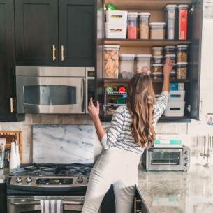 13 bí quyết cực hay cho tủ bếp luôn sạch gọn tinh tươm
