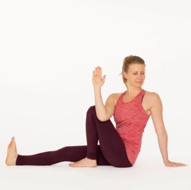 5 động tác yoga giảm đau tối đa vùng lưng