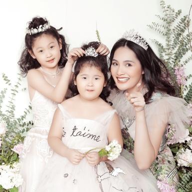 Hoa hậu Hương Giang rạng rỡ bên cạnh hai cô công chúa nhỏ