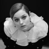 Điểm danh những phong cách trang điểm và kiểu tóc đẹp nhất của loạt mỹ nhân Hollywood tại Quả Cầu Vàng 2021