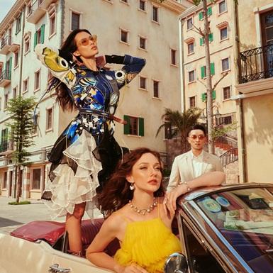 Có một thị trấn Địa Trung Hải đậm chất thời trang trong chuyến viễn du Fashion Voyage