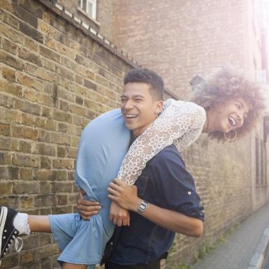 """Thay đổi cục diện hẹn hò online với 21 câu hỏi """"bách phát bách trúng"""" từ chuyên gia tâm lý"""
