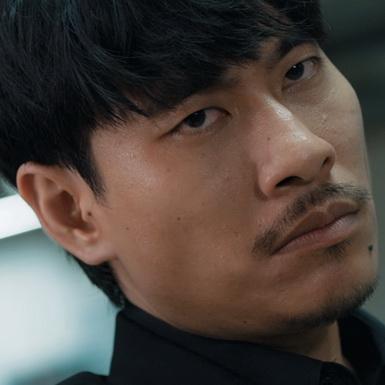 """Kiều Minh Tuấn tả xung hữu đột giữa rừng đao chẳng khác gì John Wick trong teaser trailer """"Chìa khóa trăm tỉ"""""""