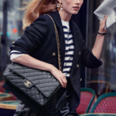 """Mê mẩn trước vẻ đẹp thanh lịch vượt thời gian của chiếc túi Chanel 11.12 trong chiến dịch """"The Chanel Iconic"""""""