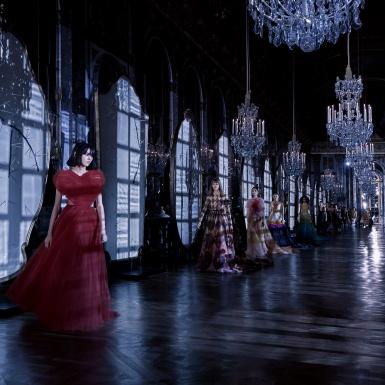 Dior khuấy động cung điện Versailles bằng những thông điệp nữ quyền