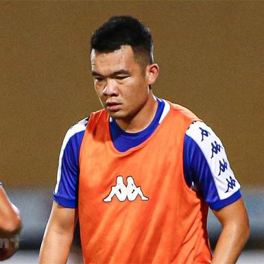 Hoàng Thịnh bị cấm thi đấu hết năm 2021 sau pha vào bóng với Hùng Dũng