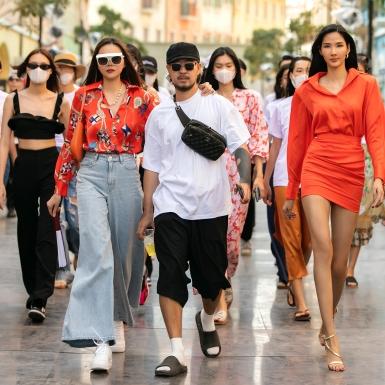 Siêu mẫu Thanh Hằng cùng dàn mẫu hào hứng tổng duyệt cho Fashion Voyage đến đêm khuya