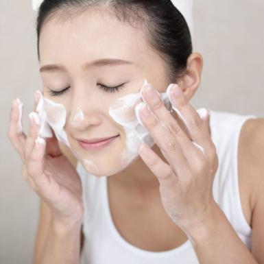 Những thành phần nên và không nên có trong sữa rửa mặt cho da nhạy cảm