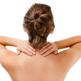 5 cách giải tỏa áp lực vùng cổ và vai, lưng cho những cô nàng làm việc văn phòng