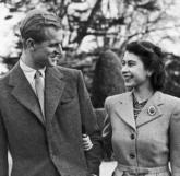 Hoàng thân Philip – Nữ hoàng Elizabeth II: Mối tình trăm năm hòa hợp chốn Hoàng gia
