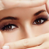 Ăn kiêng không đúng cách sẽ khiến mắt nhanh lão hóa