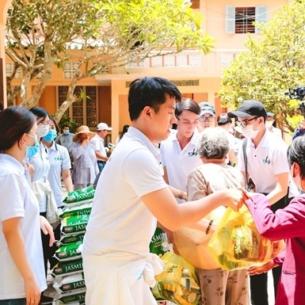 Hành trình chia sẻ hạnh phúc và tình thương của Dr Huy Clinic đến bà con vùng đất Trà Ôn