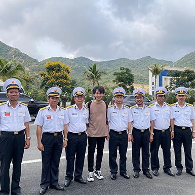 Nguyễn Trần Trung Quân kết thúc chuyến công tác tại huyện đảo Trường Sa và nhận được phần thưởng đặc biệt