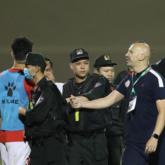 Phạt nặng thủ môn Thanh Thắng vì hành vi làm gãy răng trọng tài