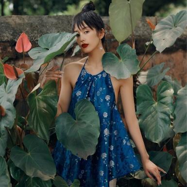 Vẻ nữ tính hiện đại hòa quện với chất liệu truyền thống trong BST mới của NTK Thủy Nguyễn