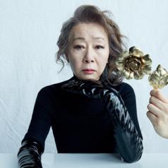 """""""Bà ngoại quốc dân"""" Youn Yuh Jung: """"Điều băn khoăn là làm sao để diễn xuất không trông như một bà già lú lẫn!"""""""