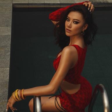 Á hậu Kim Duyên khoe vóc dáng khoẻ khoắn, quyến rũ trong bộ hình chào hè