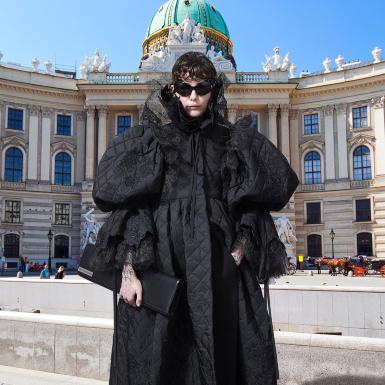 NTK Demna Gvasalia đem Haute Couture lừng lẫy một thời của Balenciaga trở lại Tuần lễ Haute Couture 2021