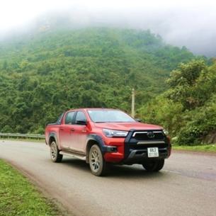 """""""Người hùng"""" Toyota Hilux dẫn đầu hành trình khám phá mùa xuân Tây Bắc"""