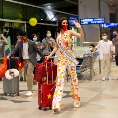 Hoa hậu Khánh Vân mang 15 vali đồ lên đường chinh phục cuộc thi Miss Universe 2021