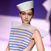 """Jean Paul Gaultier làm mới dấu ấn thủy quân của nhà sáng lập trong BST Ready-to-wear """"Les Marins"""""""