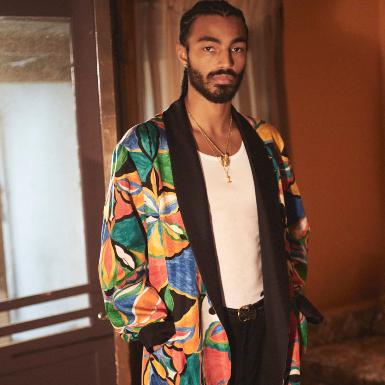 Mê mẩn trước các set đồ streetwear mang âm hưởng retro trong BST Supreme x Emilio Pucci