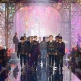 """BST Dolce & Gabbana Xuân Hè 2022 – """"Liệu pháp ánh sáng"""" được tạo nên từ mật ngữ truyền thống"""