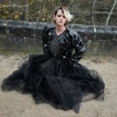 Kristen Stewart hóa nàng thơ mùa thu vừa cổ điển, vừa cá tính