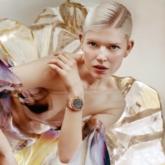"""Bella Hadid """"hạ gục"""" mọi ánh nhìn trên thảm đỏ LHP Cannes với đầm couture của Schiaparelli"""
