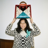 """Gucci """"triệu hồi"""" nét thanh lịch từ 30 năm trước trong thiết kế túi tote Gucci Diana"""