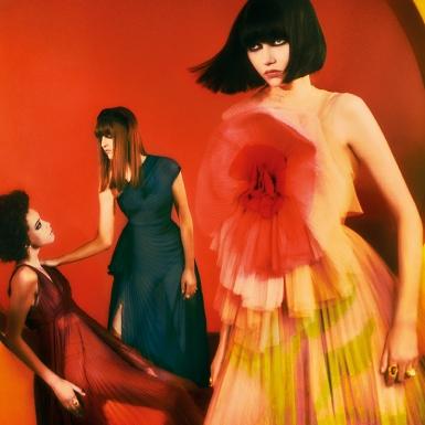 Vẻ nữ tính đương đại nhuốm màu nghệ thuật nổi bật trong loạt hình quảng bá mới của Dior