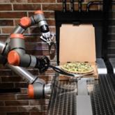Độc đáo cửa hàng pizza ở Pháp chỉ toàn robot phục vụ