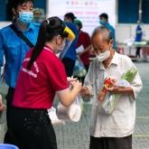 H'Hen Niê, hoa hậu Mai Phương Thúy cùng hơn 20 nghệ sĩ xung phong tuyến đầu chống dịch