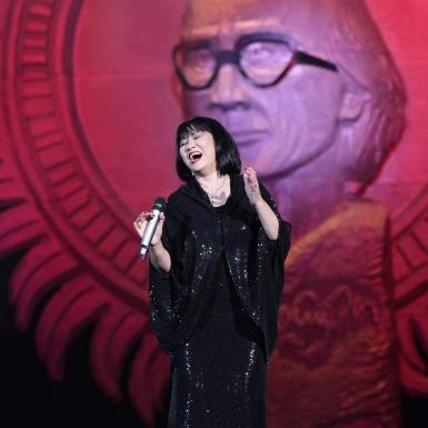 """Ca sĩ Cẩm Vân: """"Trong 41 năm đi hát, tôi chưa bao giờ có cảm giác kinh khủng đến như vậy!"""""""