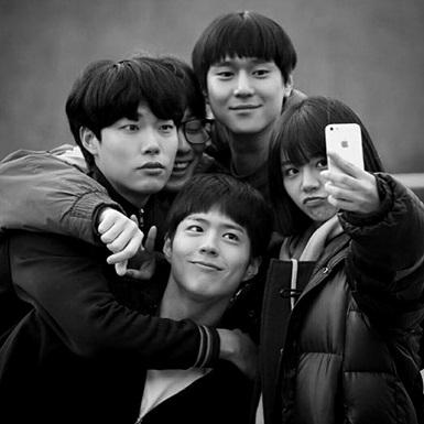 """Điểm danh những nhóm bạn thân """"đỉnh của chóp"""" qua màn ảnh Hàn"""