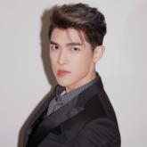 Mew (Suppasit Jongcheveevat) gây thương nhớ với phong cách thời trang E-boy hiện đại