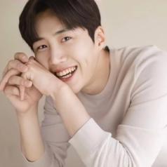 """Kim Seon Ho hậu bê bối đời tư: Danh hiệu """"ngôi sao sáng muộn của bầu trời Hallyu"""" biến mất sau một đêm"""