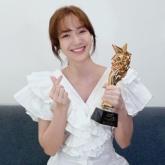 """Jang Mi thắng giải """"Nữ ca sĩ quốc tế xuất sắc"""" tại World Star Awards 2021"""
