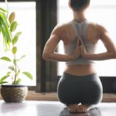 Người phụ nữ gãy xương đùi, mất khả năng đi vì tập yoga sai tư thế