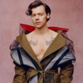 """Hành trình 1 thập kỷ tìm kiếm phong cách cá nhân của """"hoàng tử sân khấu"""" Harry Styles"""
