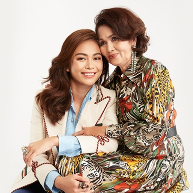 Á hậu Mâu Thủy và mẹ: sóng có to, gió có lớn mẹ con mình vẫn cạnh bên nhau