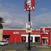 """Bị cảnh sát bắt vì """"ăn chực"""" gà rán ở KFC suốt một năm trời"""