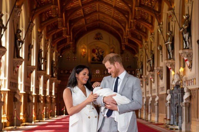 meghan markle, kate middleton, hoàng tử harry, sinh con, givenchy, hoàng gia, công nương sussex